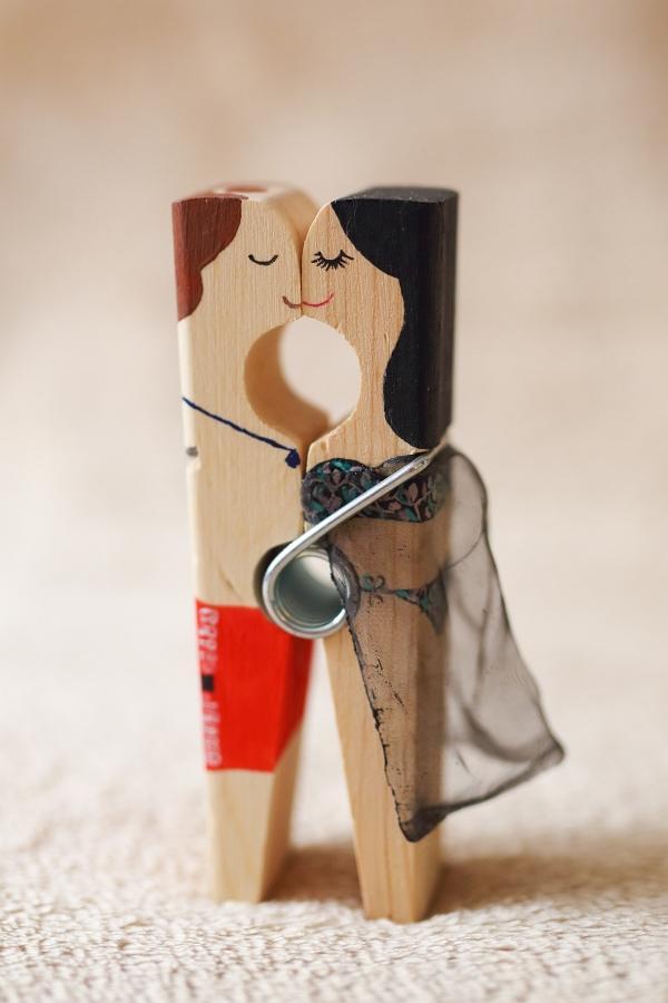 Originálne svadobné darčeky pre hostí, svadobné magnetky, maľované svadobné štipce, svadobné štipčeky