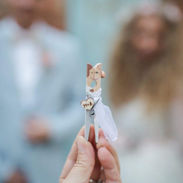 Magnetky s vašou podobizňou, ako darčeky pre svadobných hostí.