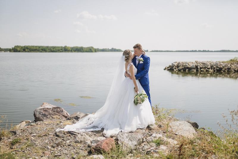 Svadba Zuzky &Petiho – o šatách a obleku