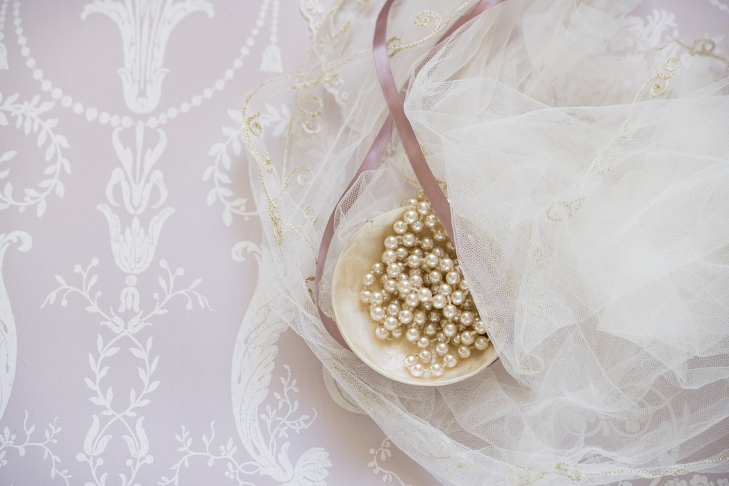 C – Čačky – mačky a.k.a. svadobné doplnky